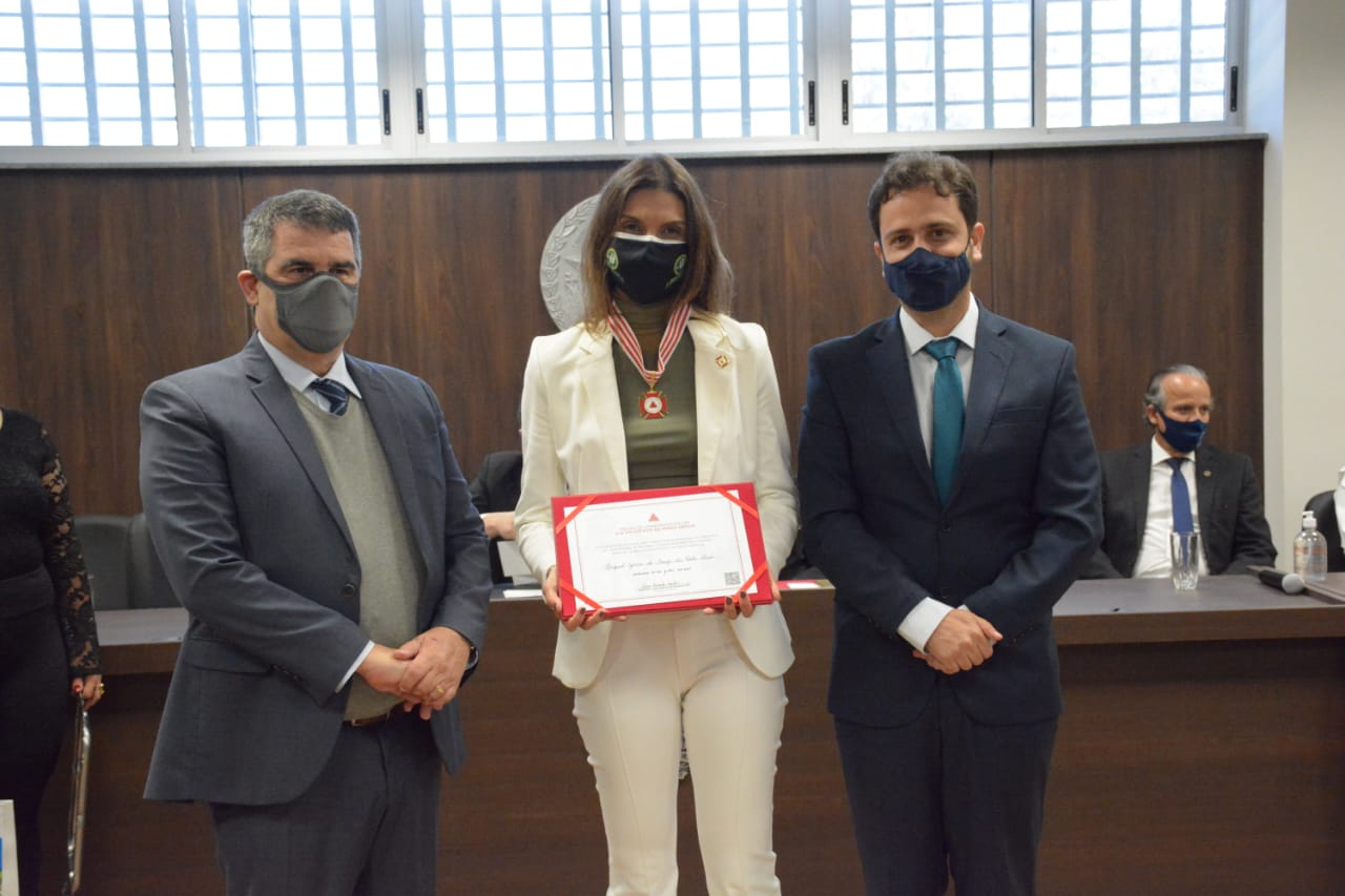 Medalha_Raquel e diploma
